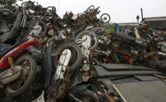 Tumpukan motor yang menggunung di Quan Do. Sumber Foto: Reuters (as tagged)